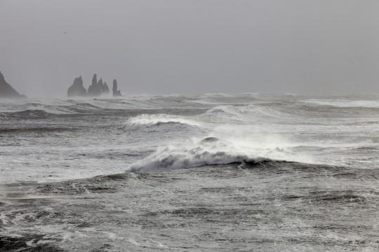Reynisdrangar dans la tempête