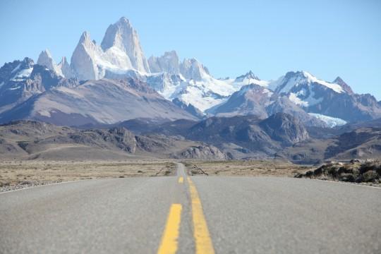 La route en arrivant à el Chalten, vue sur le FitzRoy