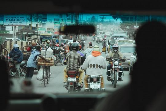Dans les rues d'Arusha, la capitale des Safaris en Tanzanie