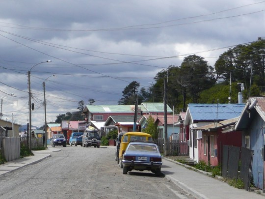 Une rue du centre-ville de  Puerto Williams