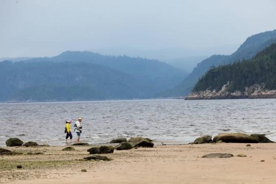 Sur une plage le long du Saguenay