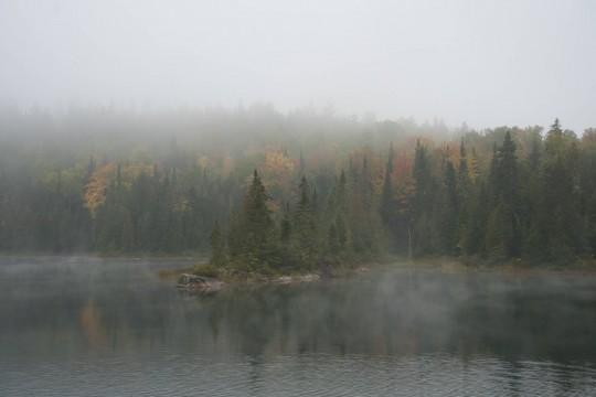 La brume à l'aube dans le Parc de la Mauricie