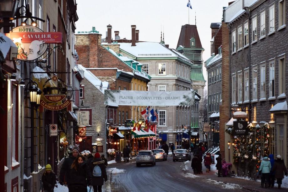 Rue Saint-Louis, dans le vieux Québec en hiver